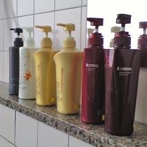女湯には普段お家でお使いのシャンプー&リンスをご用意しております。