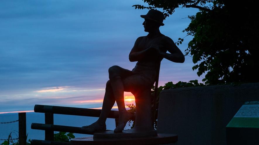 ウエストン碑と夕日のコラボレーション