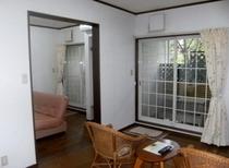 【ちょっと広めの露天風呂付客室】2部屋続きのシンプルな客室