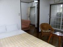 【ちょっと広めの露天風呂付客室ダブル】2部屋続きのシンプルな客室
