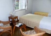 【ちょっと広めの露天風呂付客室ツイン】2部屋続きのシンプルな客室