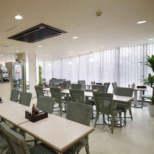 【レストラン】明るく開放的な空間でお食事をお楽しみください♪