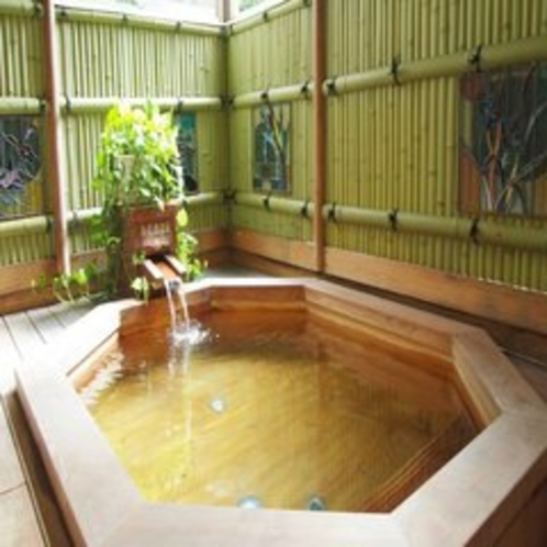 【奥道後温泉・女湯】やさしさ溢れるヒノキ風呂で癒しのひとときを♪
