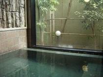 活性石人工温泉大浴場 男女別 ※お湯を滑らかにし体を芯から温める人工温泉です。