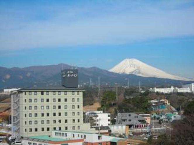 富士山とホテルルートイン長泉沼津インター第2