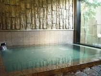 男性大浴場活性石人工温泉大浴場 ※お湯を滑らかにし体を芯から温める人工温泉です。