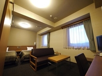 デラックスツインルーム~140cmベット×2・ソファー~全室Wi-Fi・加湿空気清浄機完備。