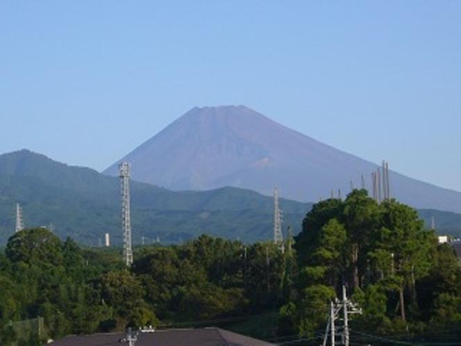 ホテル近くより初秋の富士山を撮影