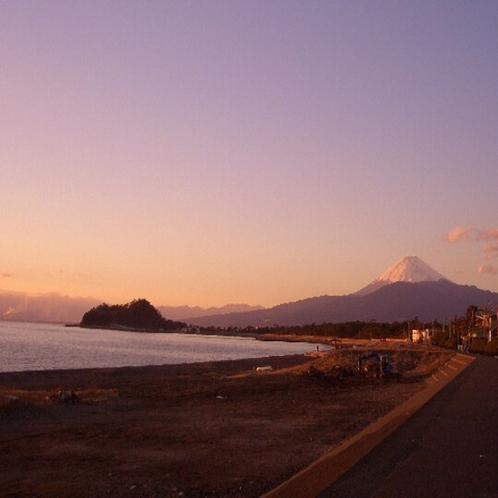 沼津市 千本浜公園からの富士山