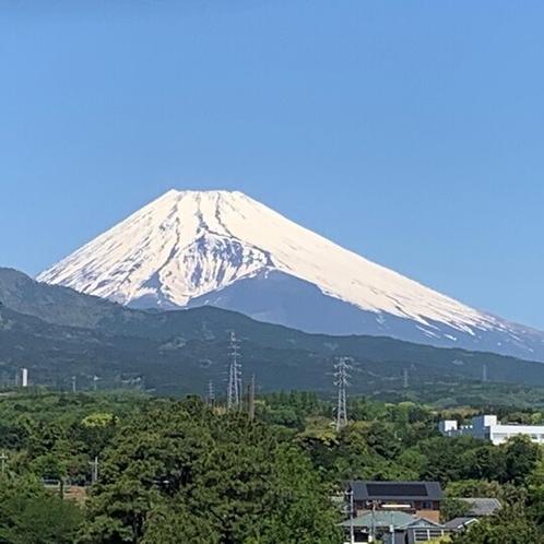 ホテル近くよりゴールデンウィークの富士山を撮影