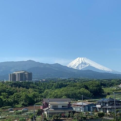 ホテルからの静岡がんセンターと富士山