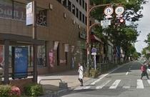 ①『祇園町』の3番出口の階段を上がられましたら、そのまま直進です。