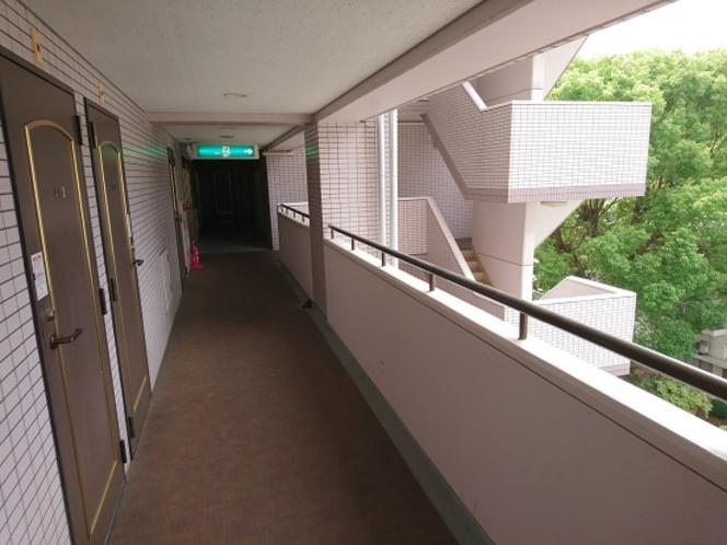 ホテルの外廊下です。