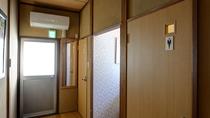 *男女別個室トイレは各階にございます