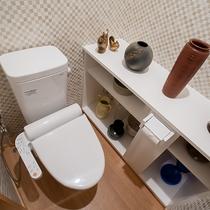 *共有トイレ/各階にある綺麗な男女別個室トイレ(ウォシュレット機能付き)