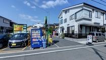 *駐車場/コインパークが隣接しているので、お車での来館もスムーズ。自動販売機も設置されています。