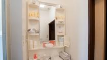 *共有バスルーム/石鹸・シャンプー類、歯磨きセット、ドライヤー等アメニティ備え付け