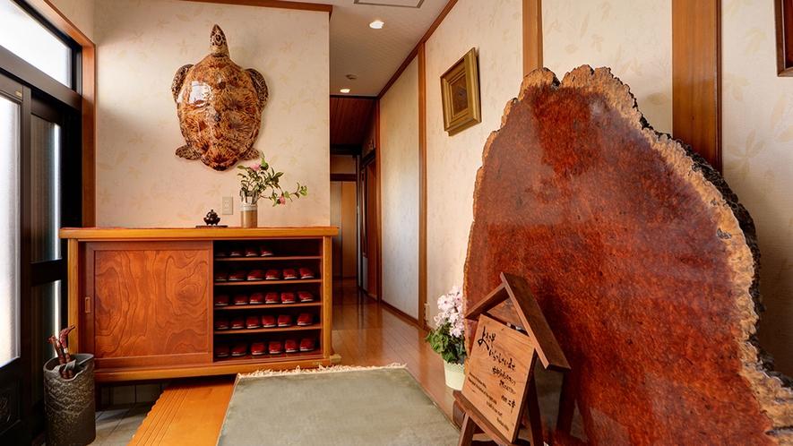 *玄関/和室とお布団で静かにくつろげる純和風旅館です。