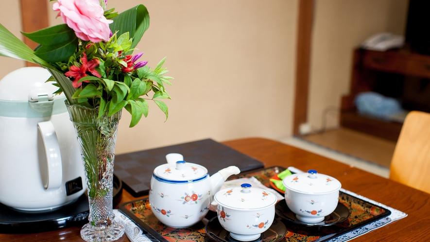 *和室7.5畳一例/お部屋にはポットとお茶セットが置いてあります