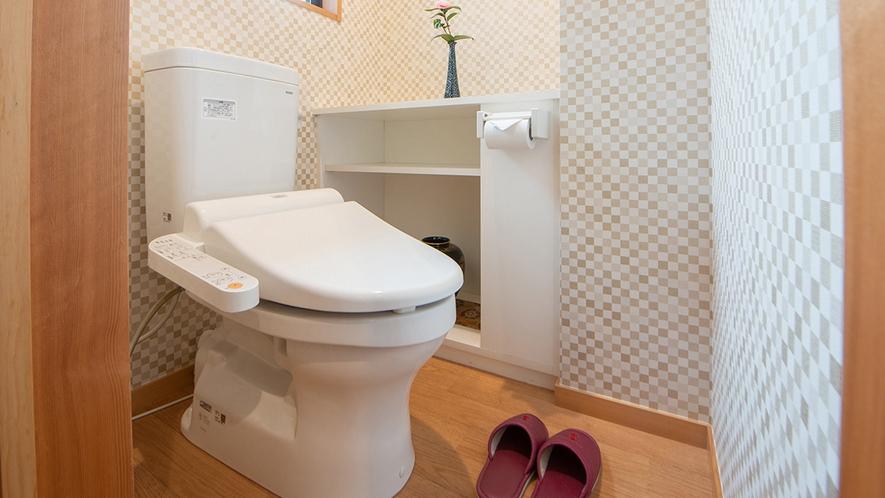 *共有トイレ1F/各階にある綺麗な男女別個室トイレ(ウォシュレット機能付き)