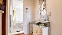 *和室14畳一例/3点ユニットバスの中に洗面台がございます。朝のお支度もスムーズです。