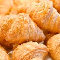*【朝食バイキング】バター香るクロワッサンは当館の大人気メニュー!ぜひご賞味ください♪