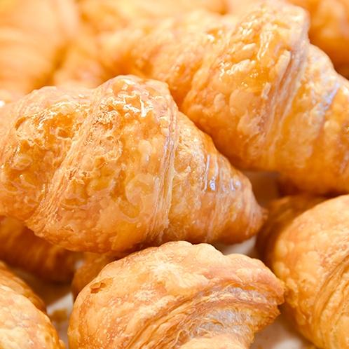 **【朝食バイキング】バター香るクロワッサンは当館の大人気メニュー!ぜひご賞味ください♪