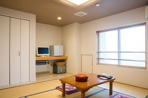 和室8畳/洗浄付トイレ・洗面台付・大浴場24H利用可♪