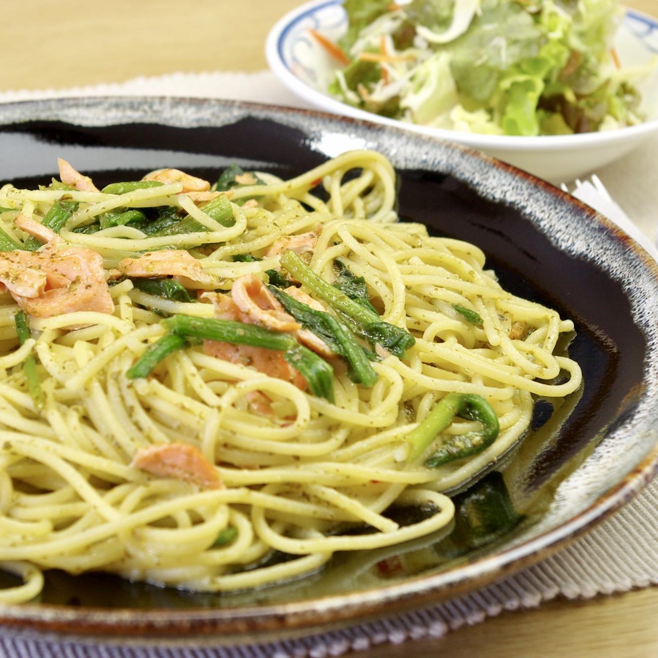 【レストラン】サーモンとほうれん草のジェノバパスタ