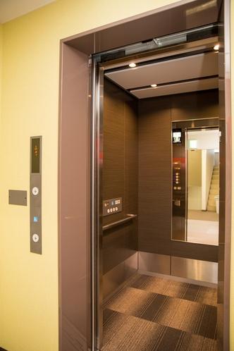 ★最新式エレベーター 広さも十分♪