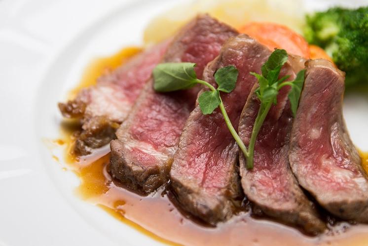 ★レストラン 夕食お肉料理