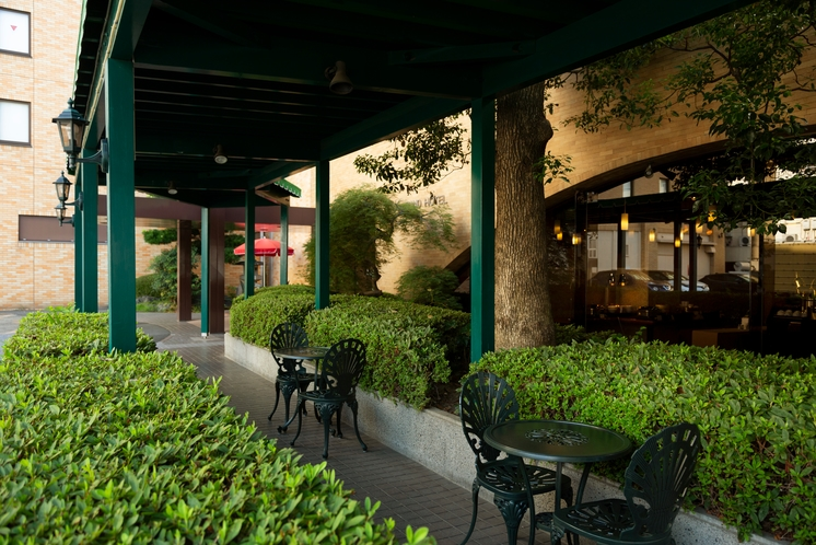 レストラン前庭