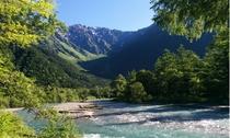 夏の穂高連峰と梓川