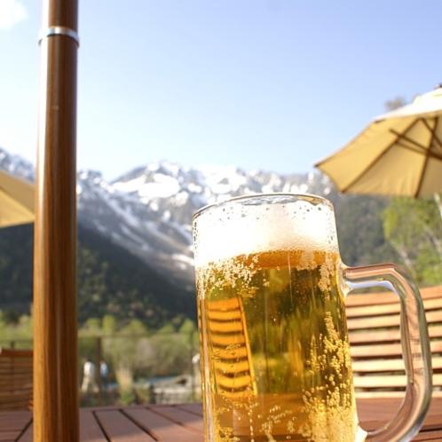 レストランテラスでビール