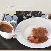 【昼食】クセになる味 トマトカレー