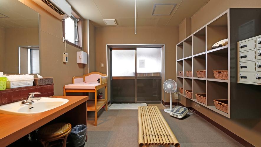 大浴場 脱衣所(男女朝夕入れ替え制)