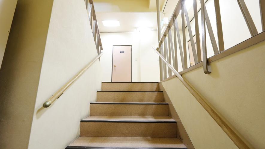 本館2階までの階段