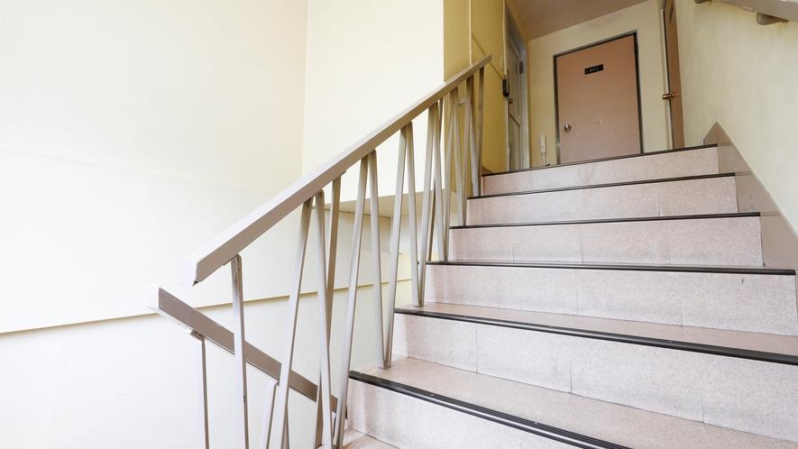 本館3階から4階の階段
