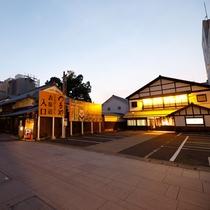 金刀比羅宮(こんぴらさん)の参道入口にある天然温泉の料理が好評な旅館!