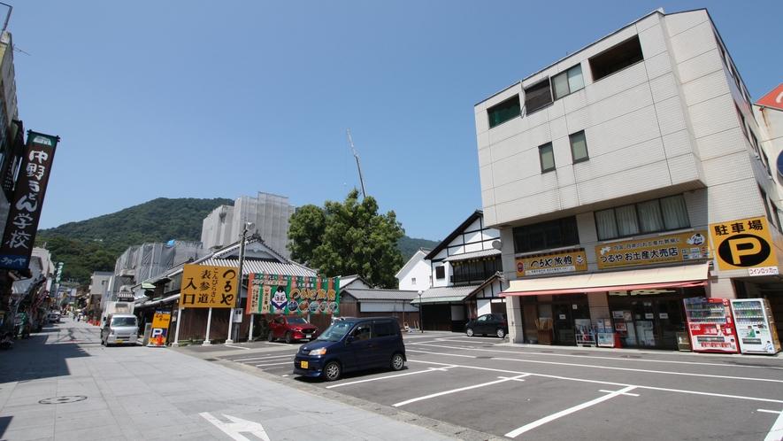 新館外観:1Fお土産、駐車場全体