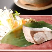 「県魚を使った浜ちゃん鍋」として親しまれる郷土料理