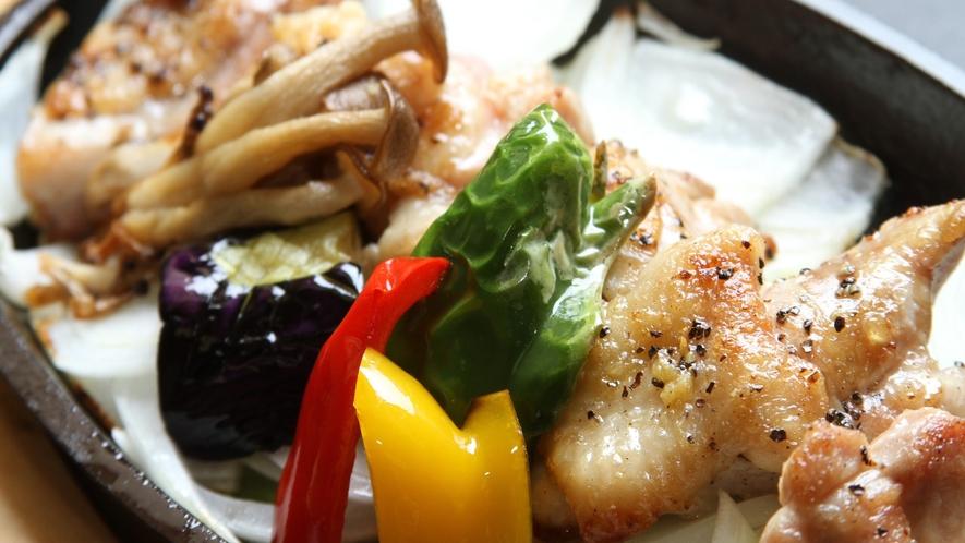 人気の鶏鉄板焼き
