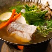「県魚を使った浜ちゃん鍋」