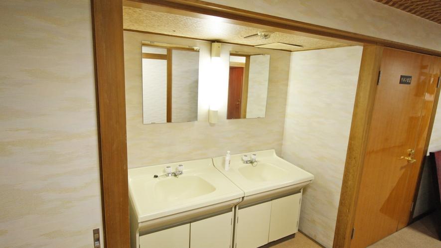 本館2F洗面所