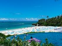 ラグーンプールとビーチ