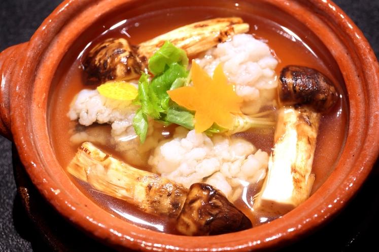 会席料理 鍋物一例(秋)