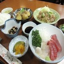 夕食は日替わり和洋折衷食。女将と仲居が作る家庭的な味が人気の秘訣☆