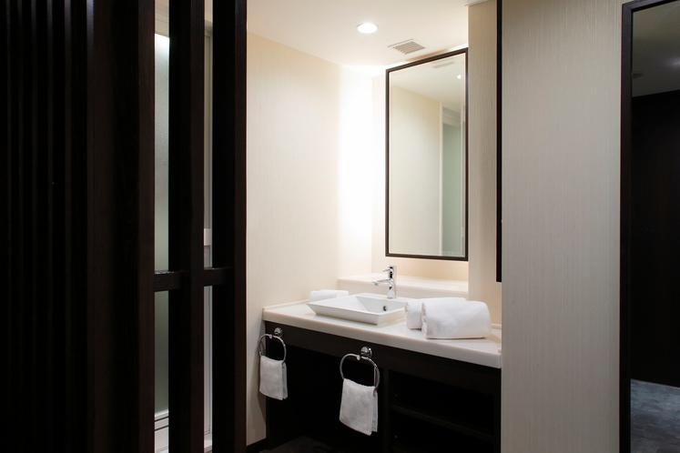 禁煙和洋室50平米Aタイプ 洗面一例(お部屋のタイプはお選びいただけません。予めご了承ください。)