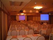 最大80名様まで可能な大会議室