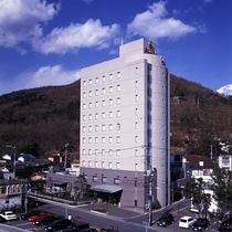 湯村温泉の中ほどに位置する瀟洒なホテル